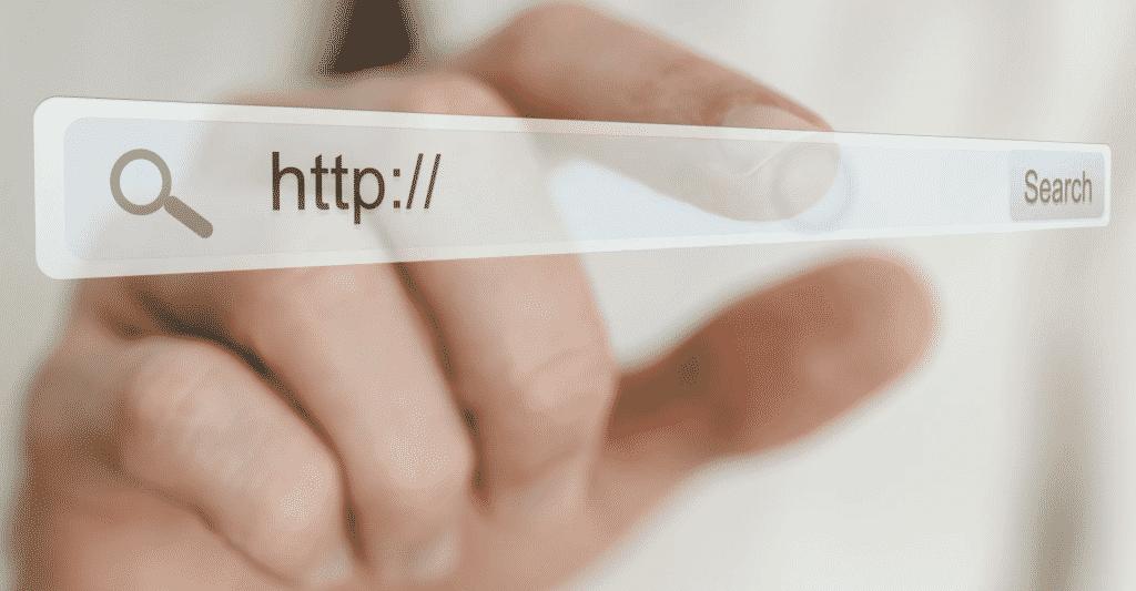 Qué es mejor un dominio .com o .pe